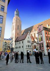Der Backsteinkirchturm der St. Elisabethkirche in Wroclaw, Breslau; erbaut 1456.