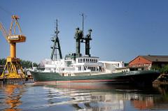Schiff Lone Ranger im Werfthafen von Wewelsfleth - der ehem. Schlepper wird jetzt für Forschungsreisen genutzt.