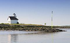 der  1896 gebaute Leuchtturm von Julssand an der Einfahrt zum Dwarsloch - Haseldorfer Binnenelbe, Pagensander Nebenelbe.