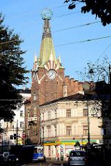 Architektur in Krakau - Strassenverkehr und unterschiedliche Architekturstile.