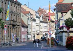 Farbige Hausfassaden - historische Architektur in der Langen Strasse Bamberg.