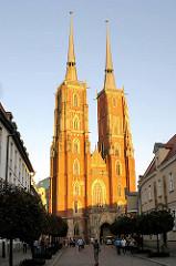 Bilder von der Dominsel - Der Breslauer Dom, die Kathedrale St. Johannes des Täufers (poln. Archikatedra św. Jana Chrzciciela), wurde in den Jahren von 1244 bis 1341 im Stil der Gotik errichtet. Seine Türme sind mit knapp 98 Metern die höchsten Kirch