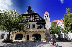 Wohnhaus in Regensburg - zur Alten Kapelle gehörend, erbaut 1855. Alte Dechantei der Alten Kapelle - spätgotisches Eckhaus.