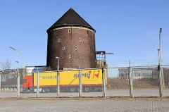 Zollzaun und Zombeckbunker am Veddler Elbdeich - ehem. Hamburger Freihafengebiet.