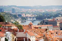 Dächer von Prag - Panorama der tschechischen Hauptstadt.