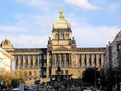 Gebäude des Nationalmuseums in Prag; Hauptgebäude im Stil der Neorenaissance 1891 fertig gestell - Architekt Josef Schulz.