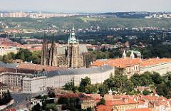 Luftaufnahme der Prager Burg und dem gotischen Veitsdom