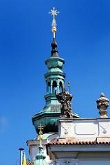 Bauschmuck - architektonische Gestaltungselemente - Spitze /Kuppel einer Barockkirche -  Bilder aus Prag.