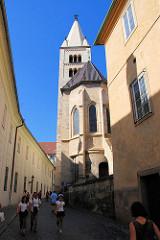Die romanische St. Georgs Basilika auf der Prager Burg -