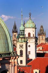 Türme der Stadt Prag - Sehenswürdigkeiten + Architektur der tschechischen Stadt.