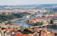 Lauf der Moldau durch Prag - Brücken über die Moldau.