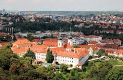 Blick auf das Kloster Strahov in Prag - Abtei des Prämonstratenser Ordens.