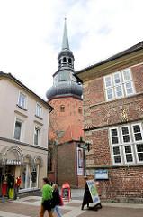 St. Cosmae wurde in der zweiten Hälfte des 13. Jahrhunderts im Stil der Backsteingotik erbaut und nach den Heiligen Cosmas und Damian benannt.