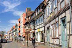 Historische Fachwerkhäuser in Uelzen - in der Mitte die Fassade von einem um 1970 errichteten Parkhaus.