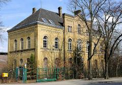 Gründerzeitarchitektur mit gelber Klinkerfassade - leerstehendes Gebäude; Architektur in Uelzen.