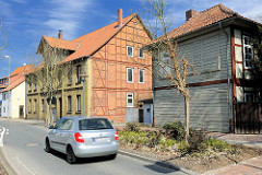 Historische Architektur in Uelzen - Fachwerkgebäude mit Holzfassade - Speichergebäude mit Backsteinfassade.