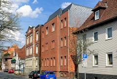 Unterschiedliche Architekturstile in Uelzen - Hausfassaden mit Klinker versehen.