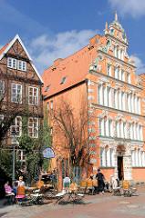 Historische Architektur der Hansestadt Stade;  Bürgermeister Hintze Haus - reich verziertes Giebelhaus mit Weserrenaissancefassade - errichtet 1621.