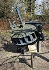 Industiedenkmal am Stadtwehr der Ilmenau in Uelzen - Alte Francis Turbine, Baujahr 1917; die Wasserkraftanlage arbeitete bis 1970.