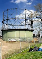 Industriedenkmal Gasometer in Stade - das Gelände am Stader Hafen soll mit Wohnungen bebaut werden.