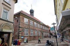 Historisches Rathaus Stade erbaut 1667 - Fussgängerzone in der Stader Innenstadt.