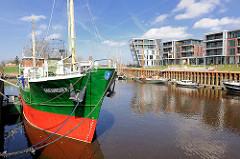 Museumsschiff Greundiek am Kai des Stader Hafens - das Museumsschiff wurde 1950 gebaut.