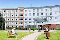 Asklepios Klinik Bad Oldesloe -  Haus der Grund- und Regelversorgung mit 182 Betten und akademisches Lehrkrankenhaus.