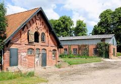 Stallgebäude / Ziegelarchitektur beim Herrenhaus Altfresenburg / Bad Oldesloe.