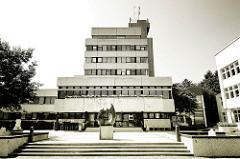 Rathaus von Ahrensburg, Schleswig-Holstein - Architektur der 1970er Jahre; Architketursünde? Soll unter Denkmalschutz gestellt werden.