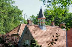 Dach und Turm - Schlossgefängnis auf der Barmstedter Schlossinsel.