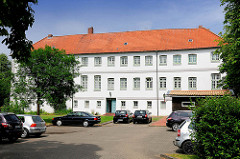 Rückseite Rantzau Palais am Binnenhafen in Glückstadt - erbaut 1643; ab 1736 wurde das Gebäude ein Zuchthaus / Tollhaus; heutige Wohnnutzung.