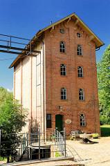 Historische Architektur - Ziegelgebäude, Mühle  - Speicher an der Barmstedter Mühle, Schlossinsel.
