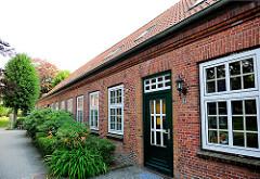 Altes Gebäude bei der Heiligen Geist Kirche von Barmstedt, Kreis Pinneberg - Schleswig Holstein.