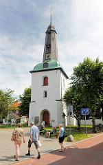 Turm der Glückstädter Kirche - erbaut 1623; eingestürzt 1648 (Naturkatastophe von Holstein); 1651 neu erbaut.