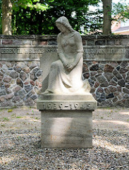 Denkmal Gefallene 1939 - 1945; alter Friedhof Bad Oldesloe; Stormarn.