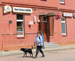 Alter Bahnhof - Ziegelgebäude Bramstedt, Kreis Pinneberg / Schleswig-Holstein; Kneipe ZUM LETZTEN KUDDEL.