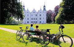 Ahrensburger Schloss, Wasserschloss - Das Schloss ist eines der Hauptwerke der Renaissancearchitektur in Schleswig-Holstein; erbaut um 1597.