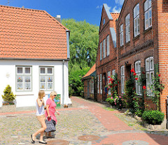 Alte Häuser am Ufer der Trave - historisches Bad Oldesloe.
