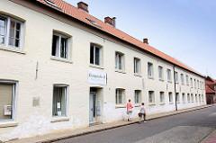 Giesshaus - Gefängnis - Kirche; unter Denkmalschutz stehendes historisches Gebäude an der  Königstrasse in Glückstadt.