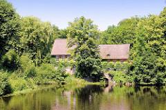 Historische Ahrensburger Mühle am Schlossgraben / Mühlenteich.