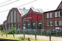 Industriearchitektur - leerstehendes Fabrikgebäude der Maschinenfabrik Glückstadt am Janssenweg.