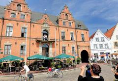 Glückstädter Rathaus - erbaut 1874; errichtet nach dem historischen Vorbild des Vorgängergebäudes von 1643.