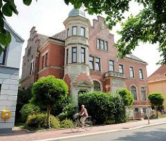 Villa mit Turmzimmer - Architektur von Glückstadt; Häuser Am Fleth.