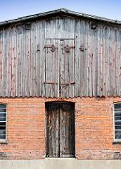 Historische Architektur - Landwirtschaftsgebäude, Scheune - erbaut 1884; Jahreszahl an der Holzfassade.