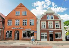 Historische Gebäude mit Einzelhandel - Architekturfotos aus der Kreisstadt Bad Oldesloe, Hagenstrasse Ecke Mühlenstrasse.