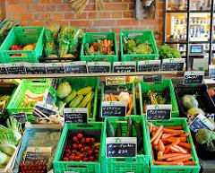 Frisches Gemüse in Körben - Hofladen in Bünningstedt, Gemeinde Ammersbek.