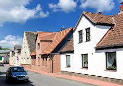 Einzelhäuser, Wohngebäude in geschlossener Bauweise - Hamburger Strasse, Barmstedt - Kreis Pinneberg.