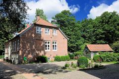 Schlossgefängnis und Gerichtsschreiberhaus auf der Barmstedter Schlossinsel.