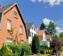 Wohnhäuser in einer Seitenstrasse in Bad Oldesloe - Architekturbilder.
