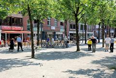 Zentrum von Ahrensburg - Fussgängerzone, Boulespieler.
